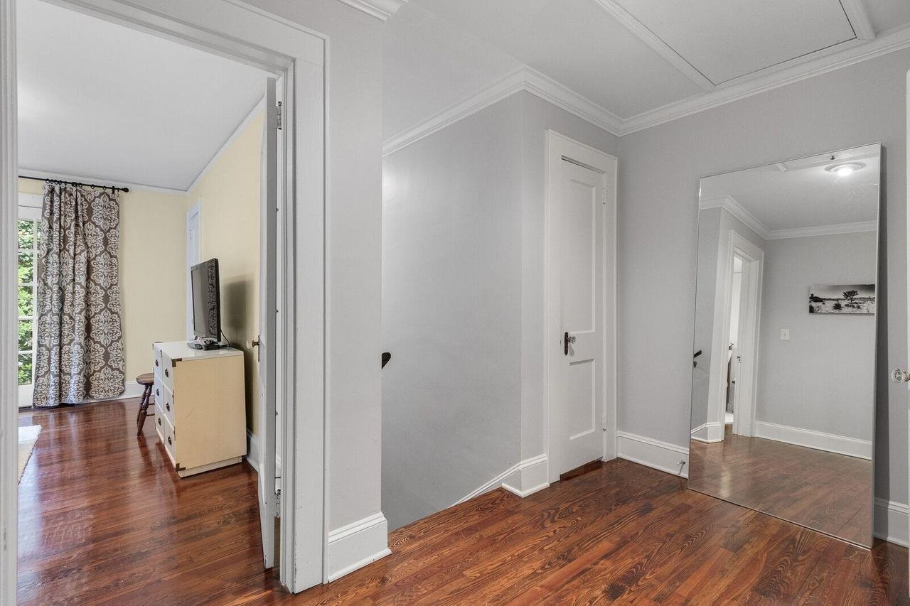 View Slide 12 for listing 9020678