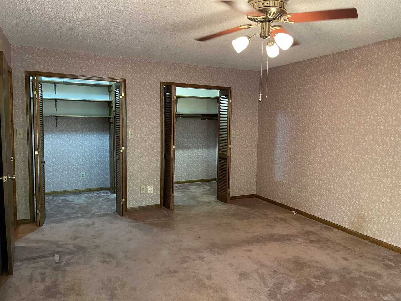 View Slide 8 for listing 9021755