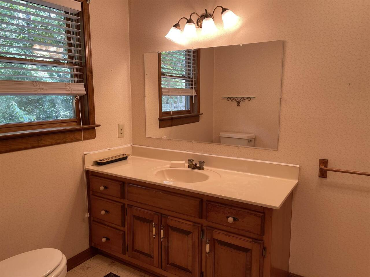 View Slide 9 for listing 9021755
