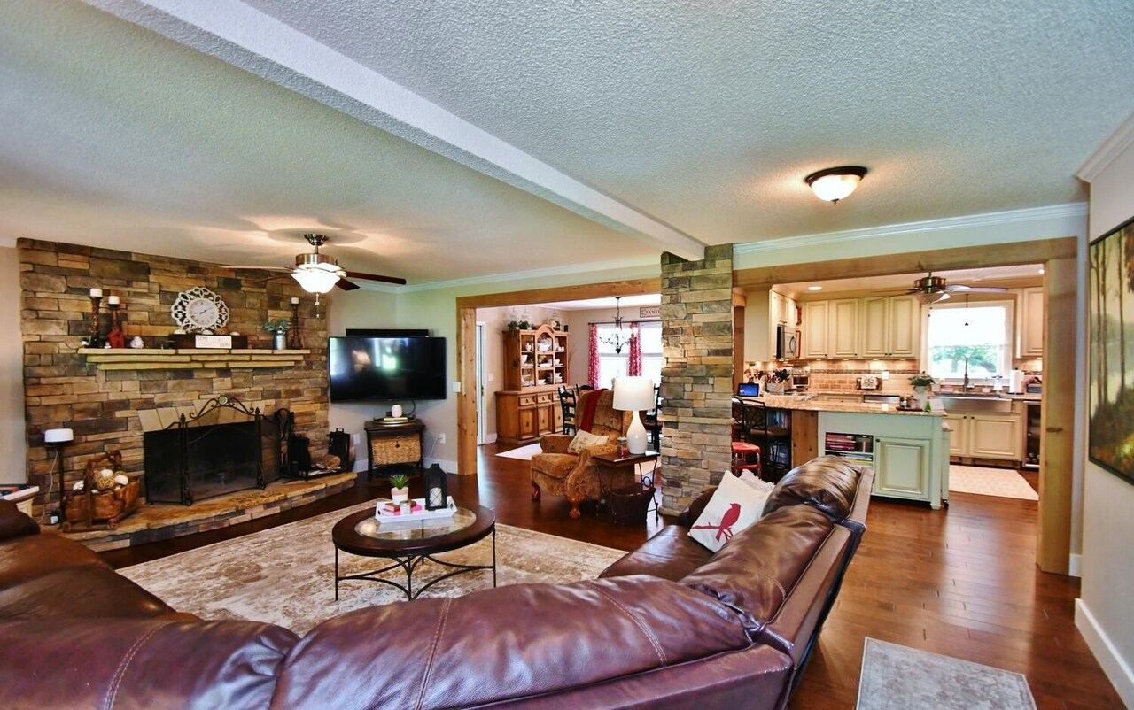 View Slide 10 for listing 8986230