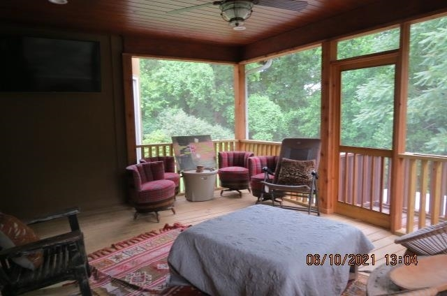 View Slide 16 for listing 8994730