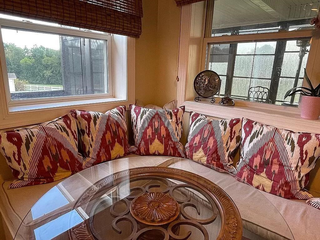 View Slide 10 for listing 9015961