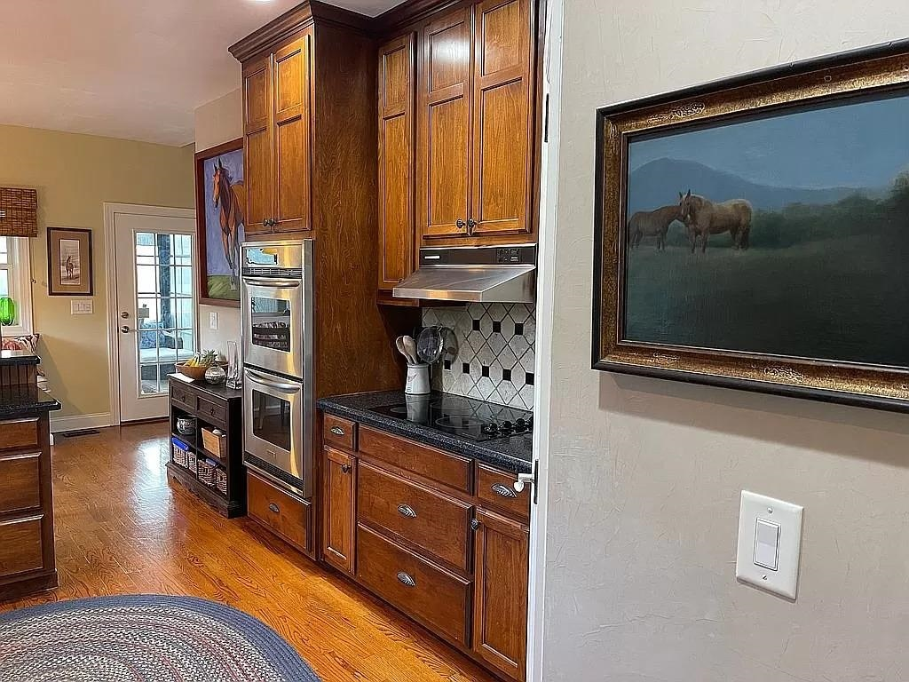 View Slide 11 for listing 9015961