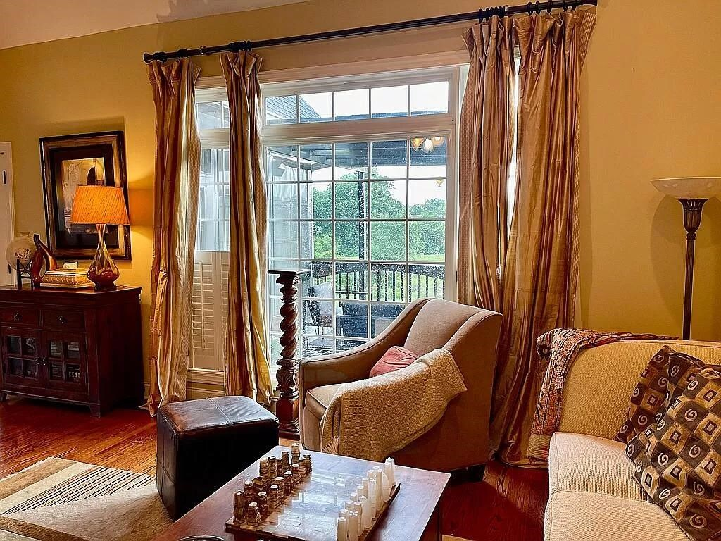 View Slide 13 for listing 9015961