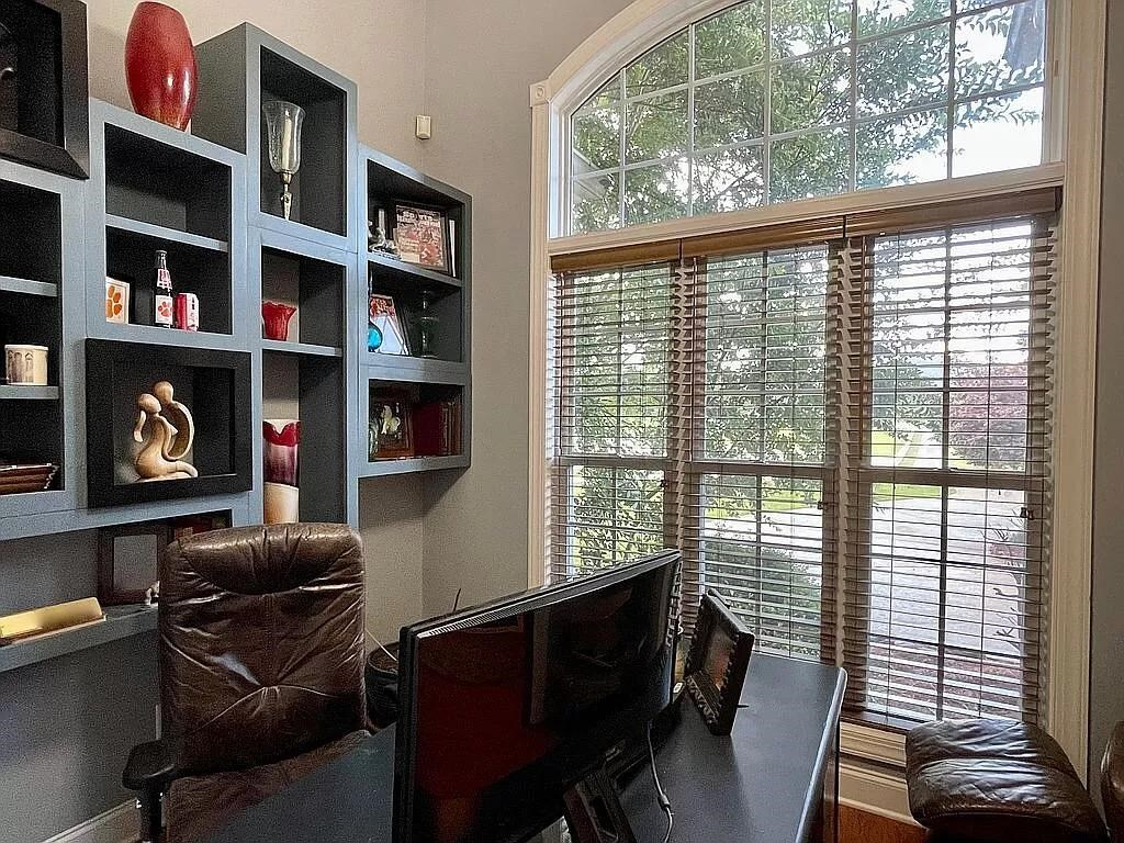 View Slide 17 for listing 9015961