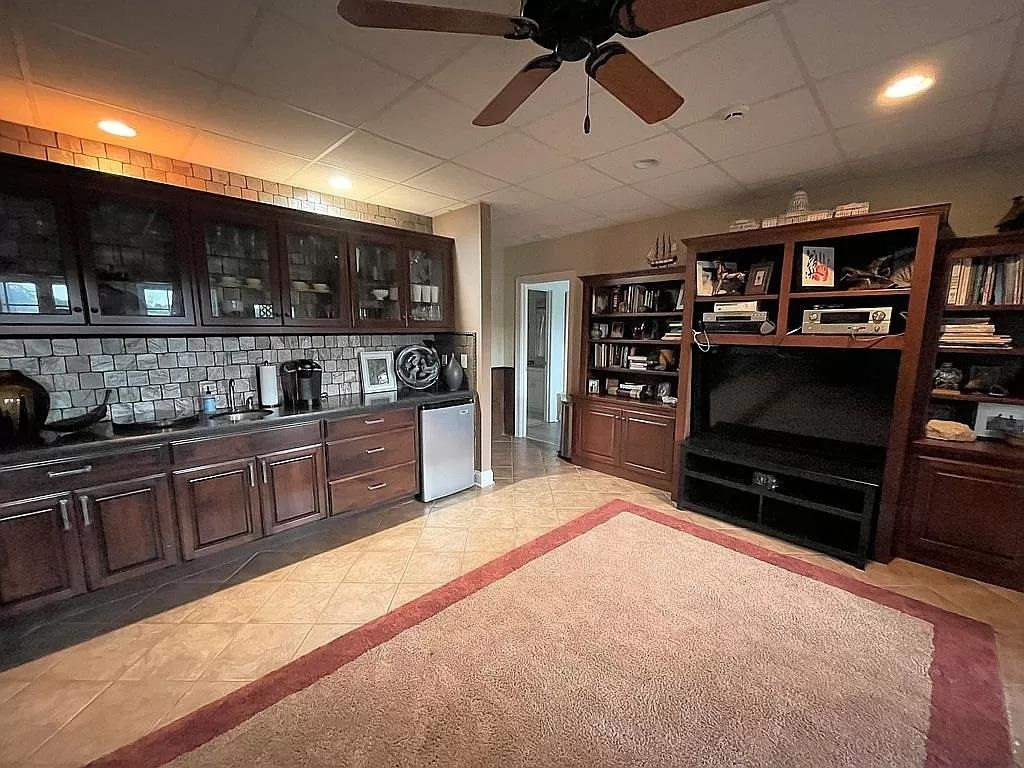 View Slide 24 for listing 9015961