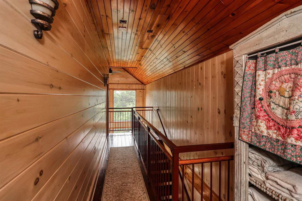 View Slide 20 for listing 8981726