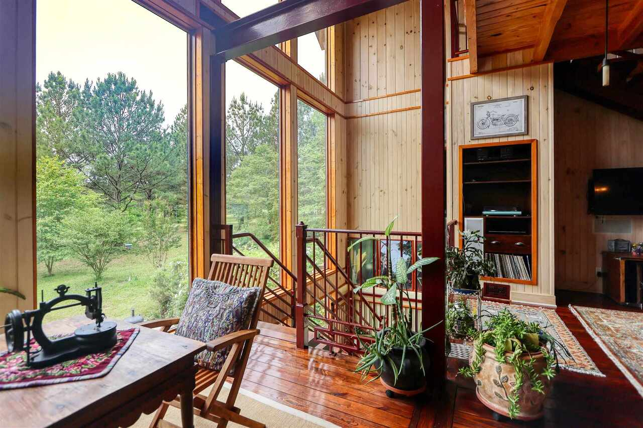 View Slide 4 for listing 8981726