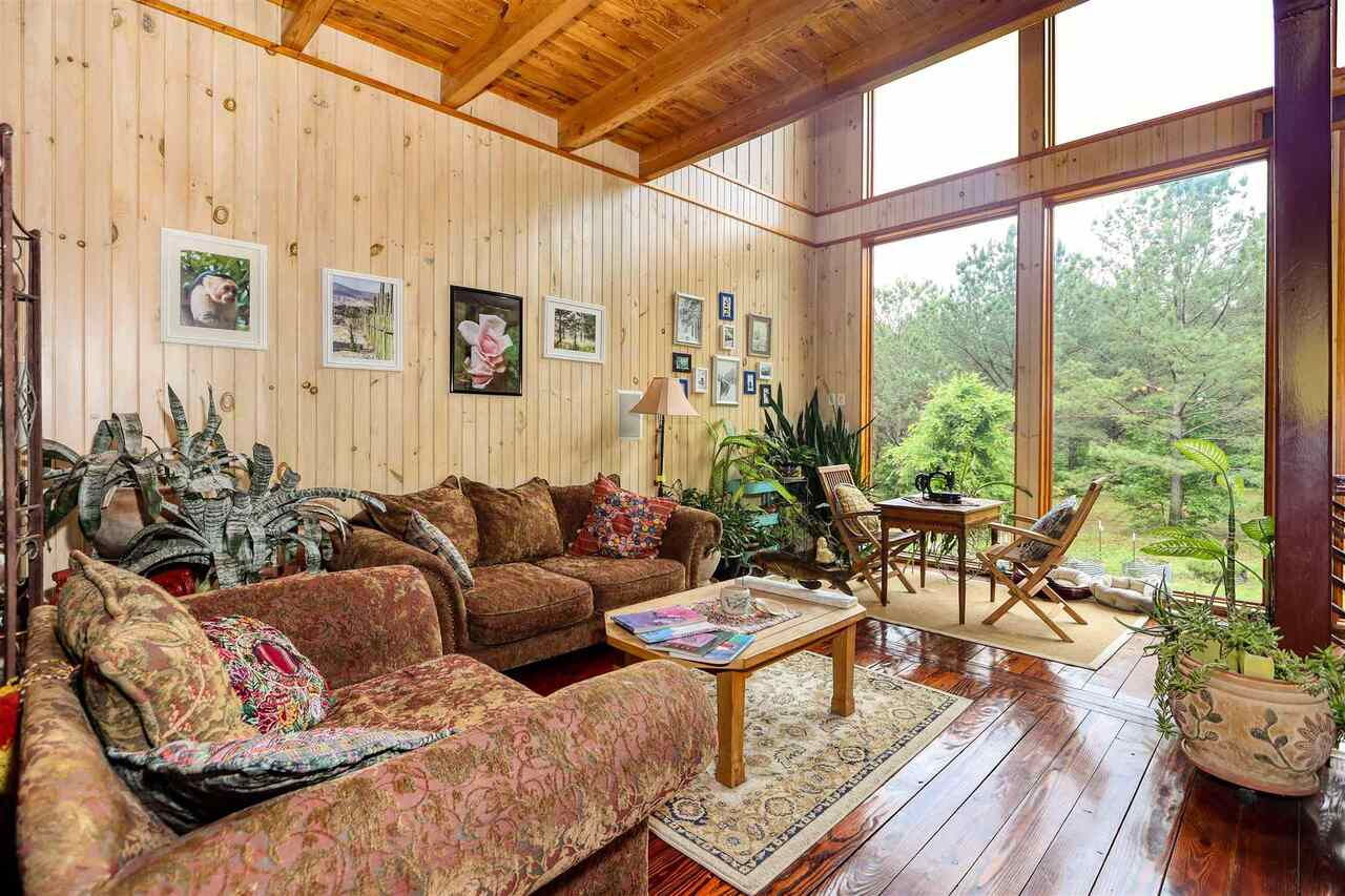 View Slide 5 for listing 8981726