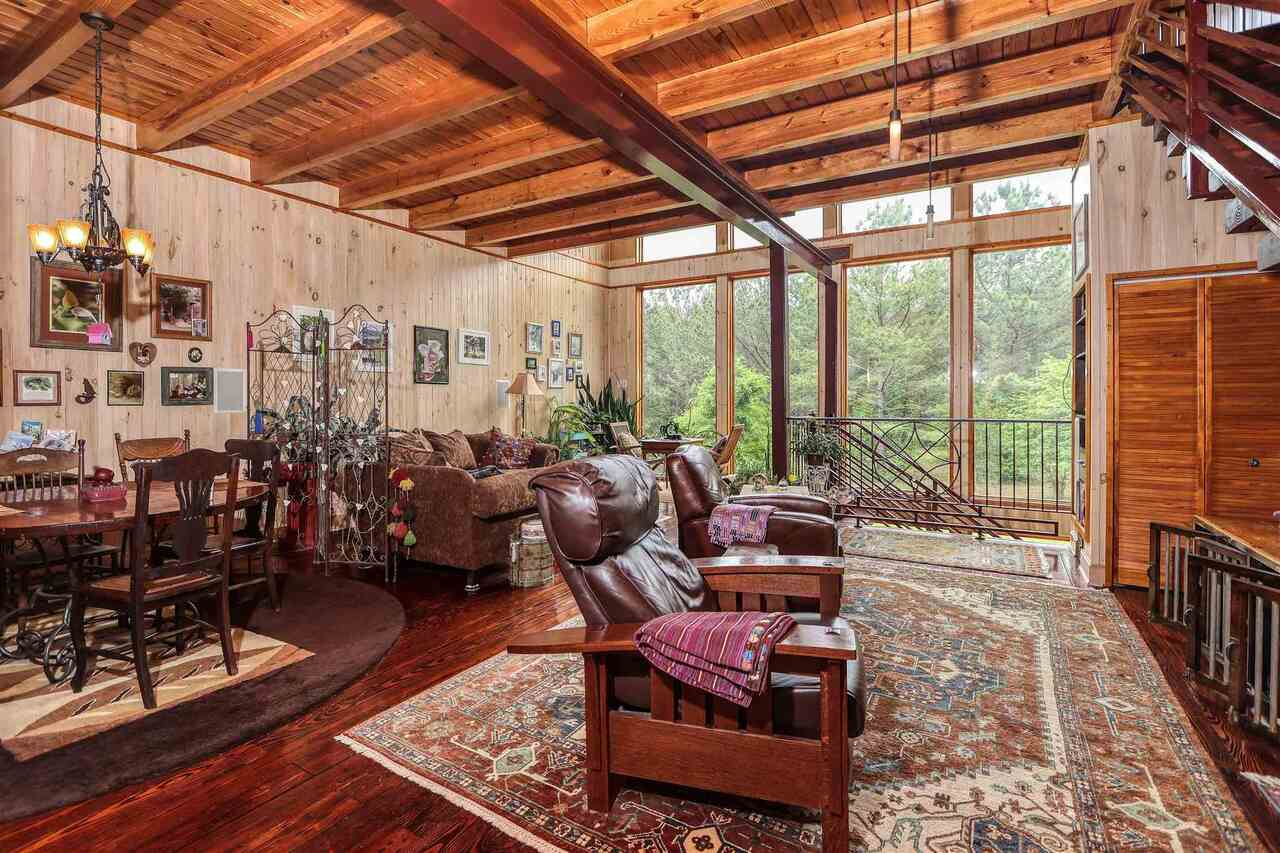 View Slide 6 for listing 8981726