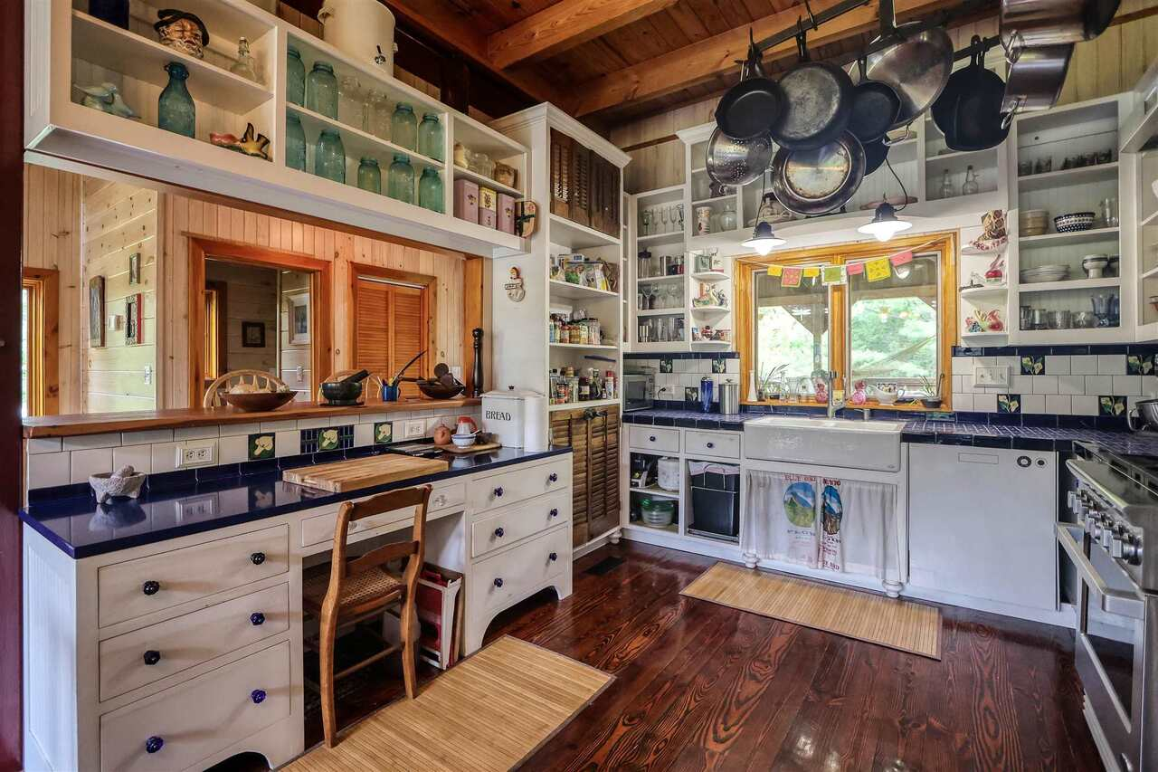 View Slide 8 for listing 8981726