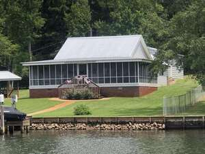 View Slide 0 for listing 9031535