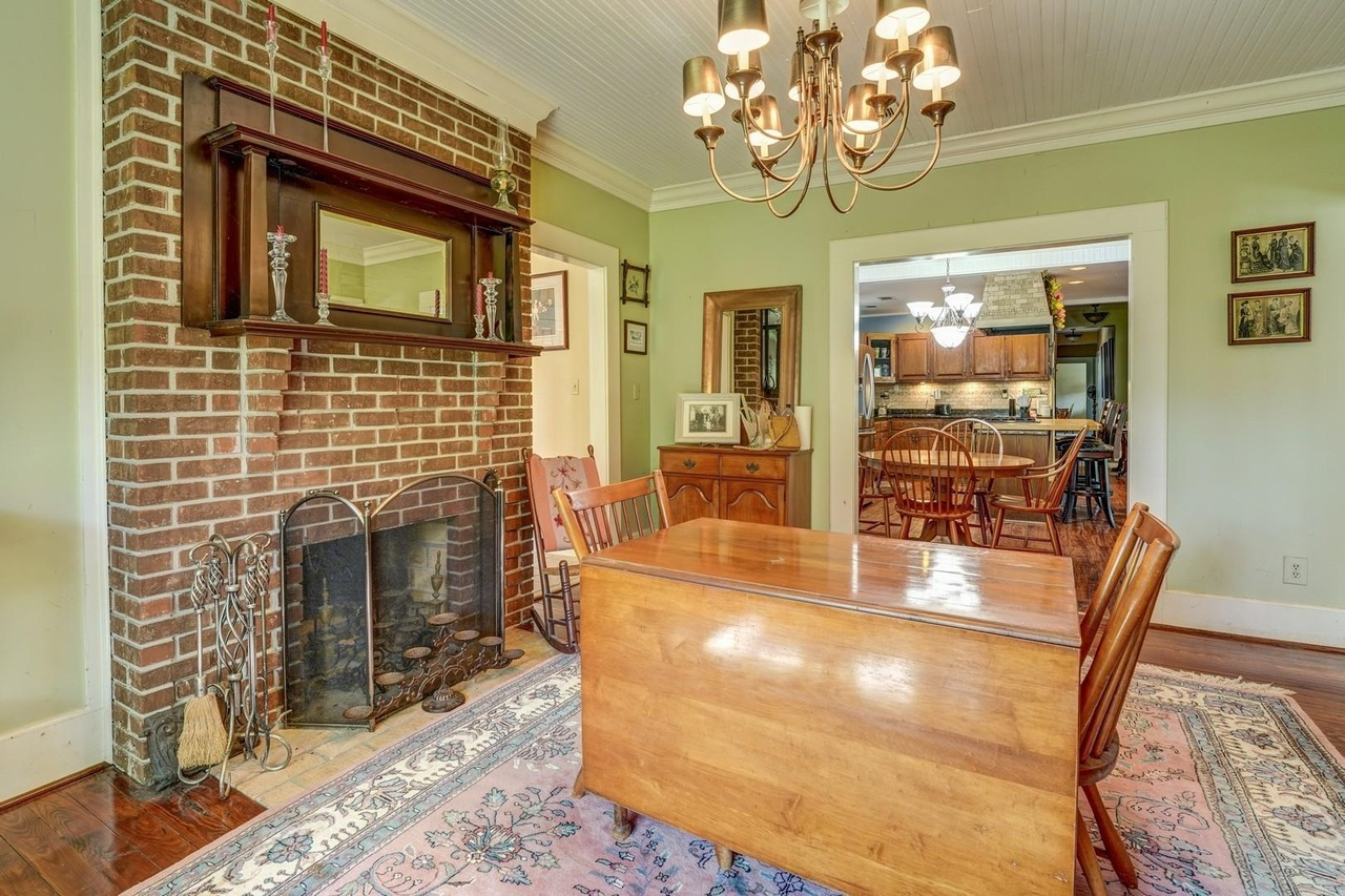 View Slide 13 for listing 9033787