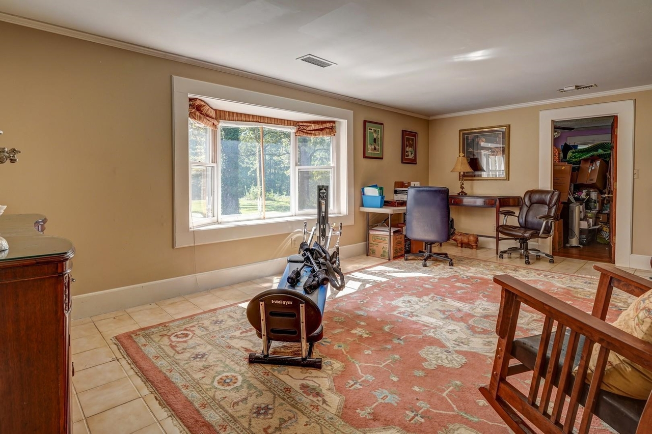 View Slide 20 for listing 9033787