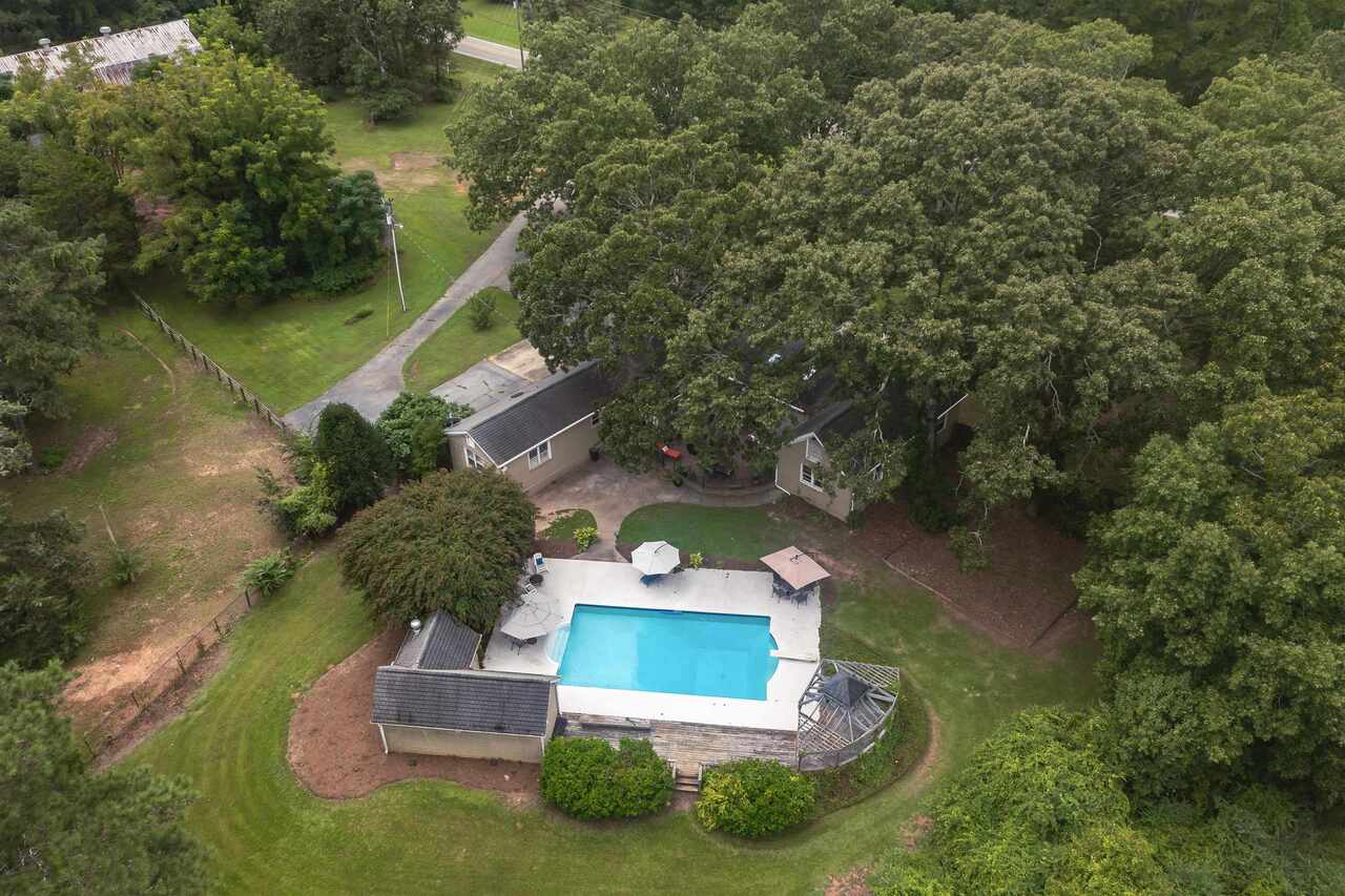 View Slide 41 for listing 9033787