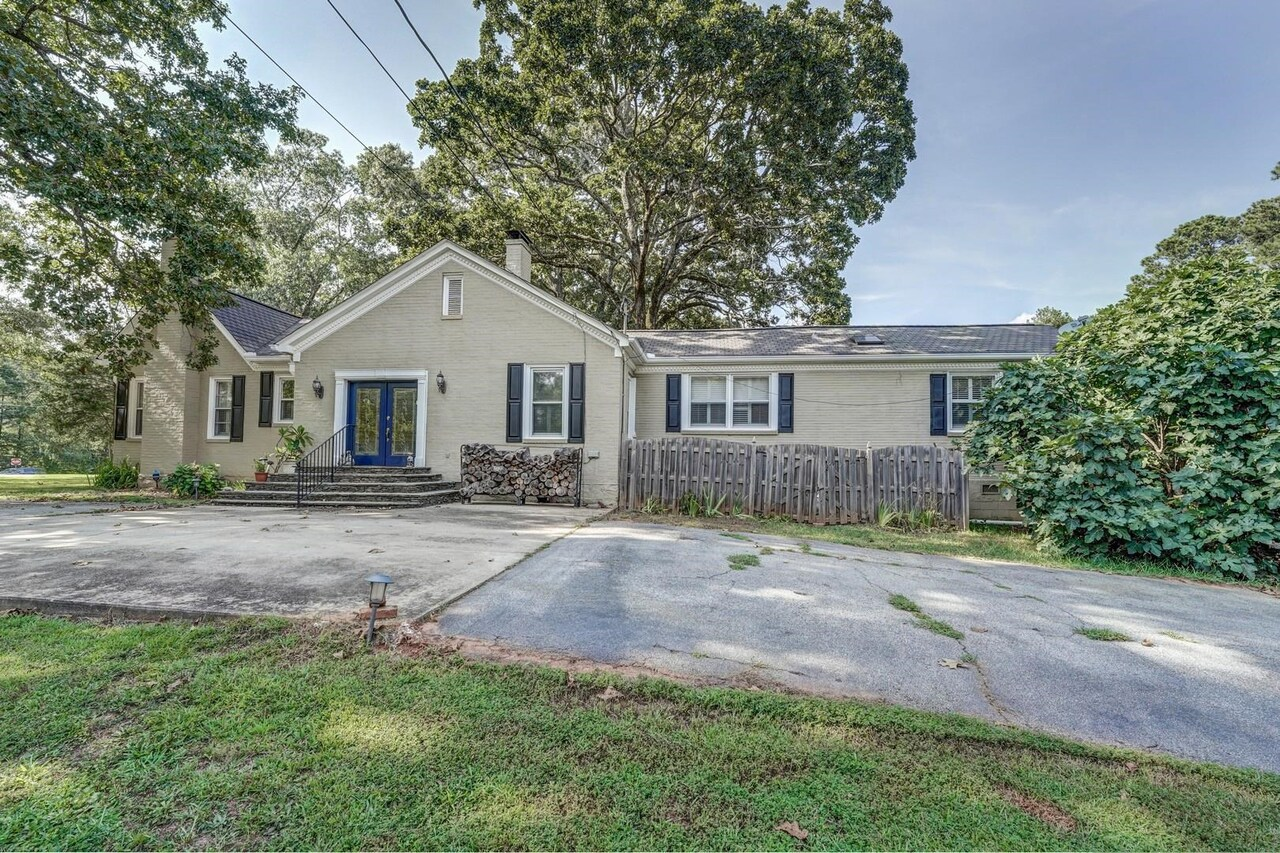 View Slide 45 for listing 9033787