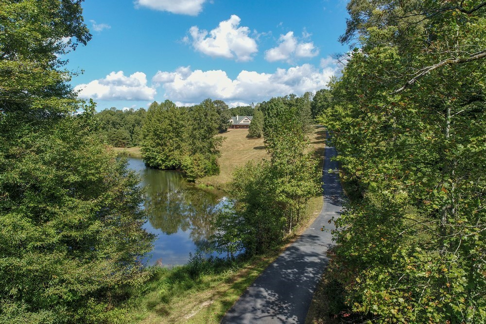 View Slide 2 for listing 8873375
