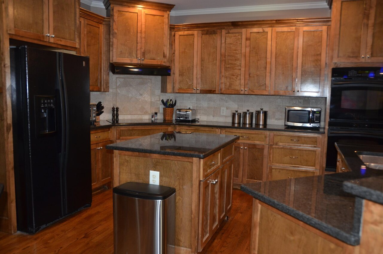View Slide 11 for listing 9038158