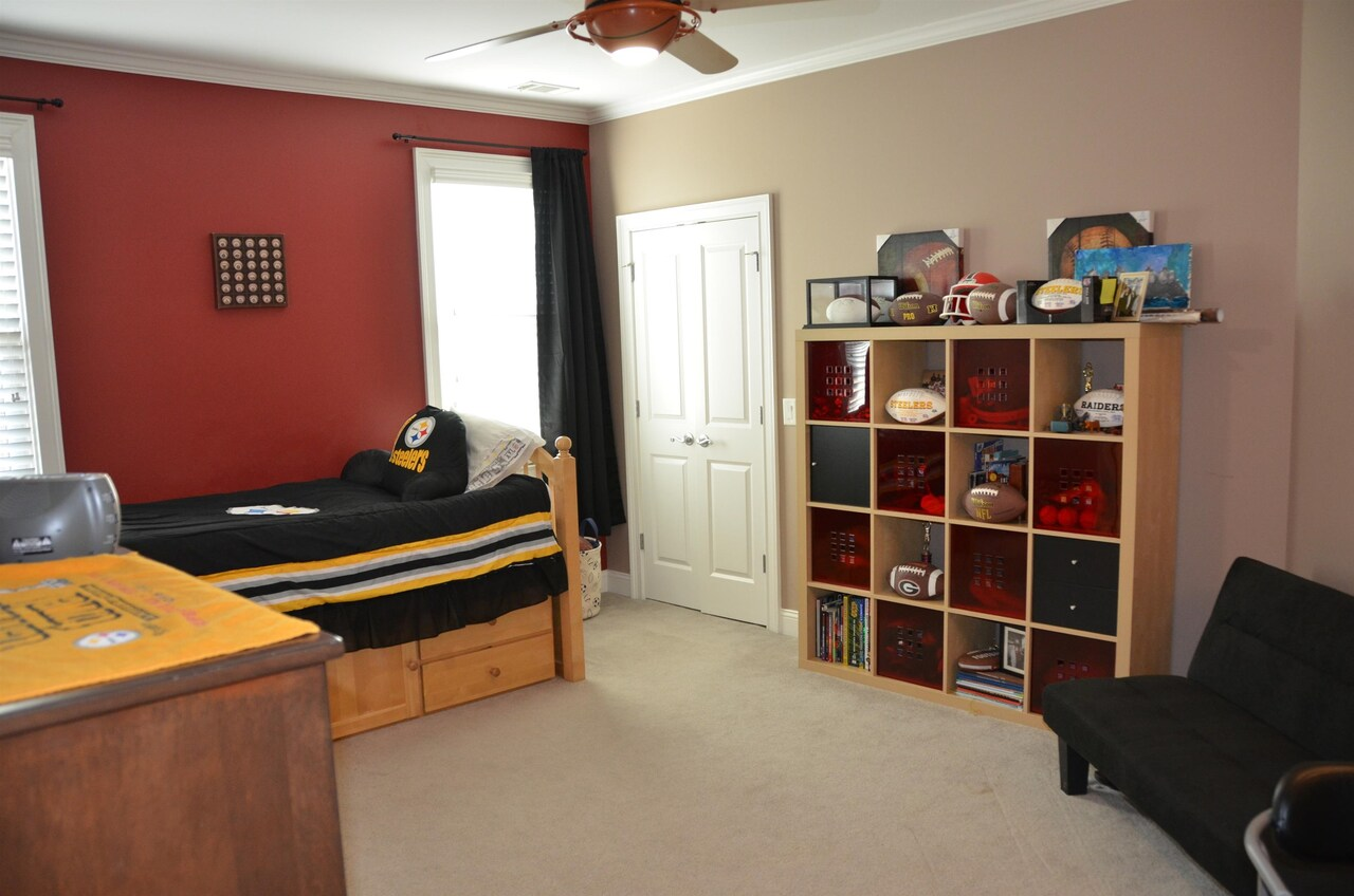 View Slide 27 for listing 9038158