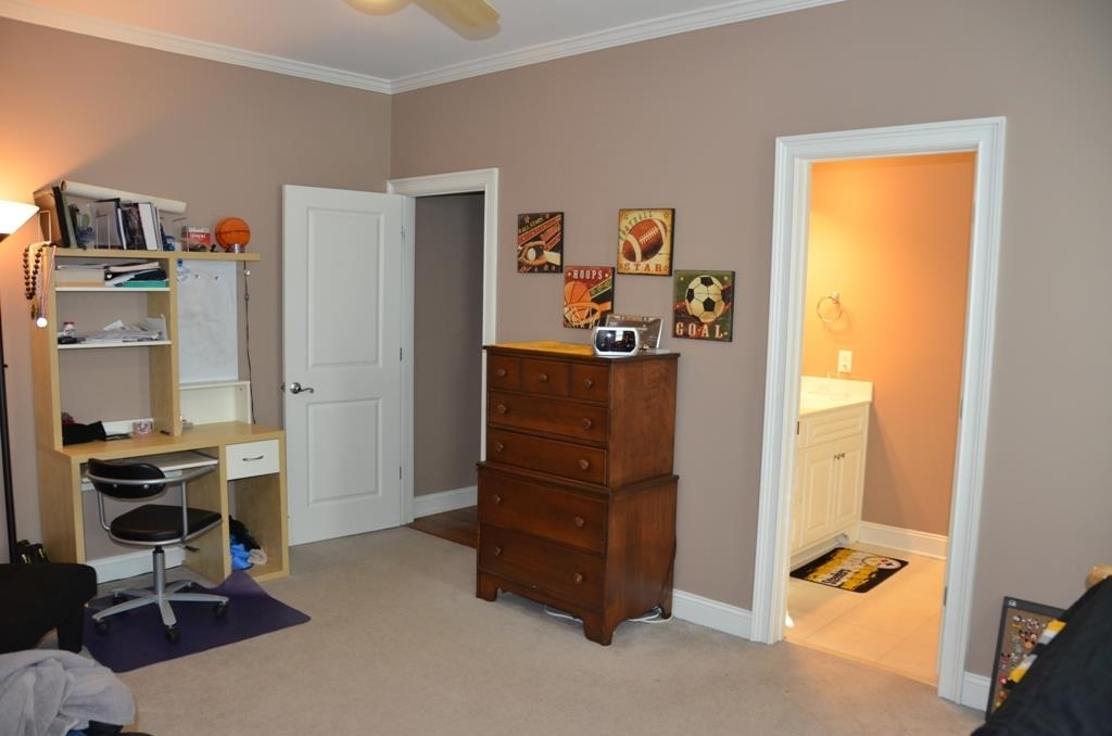 View Slide 28 for listing 9038158