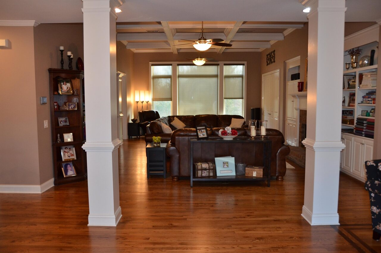 View Slide 2 for listing 9038158