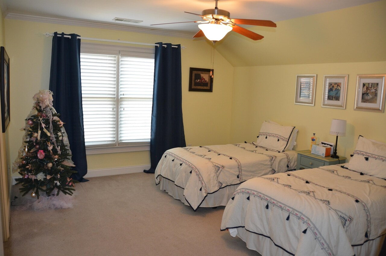 View Slide 31 for listing 9038158