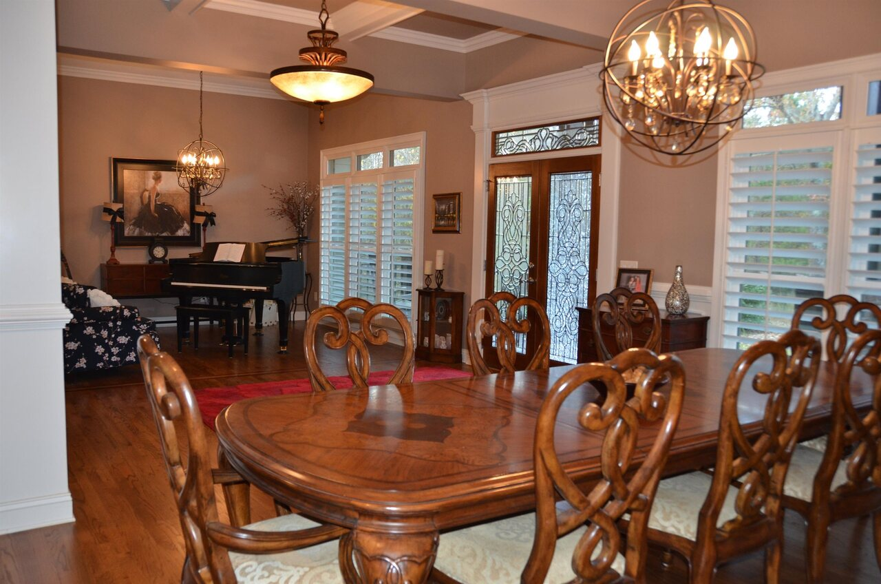 View Slide 4 for listing 9038158