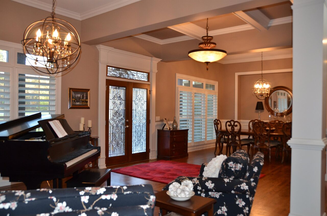 View Slide 5 for listing 9038158