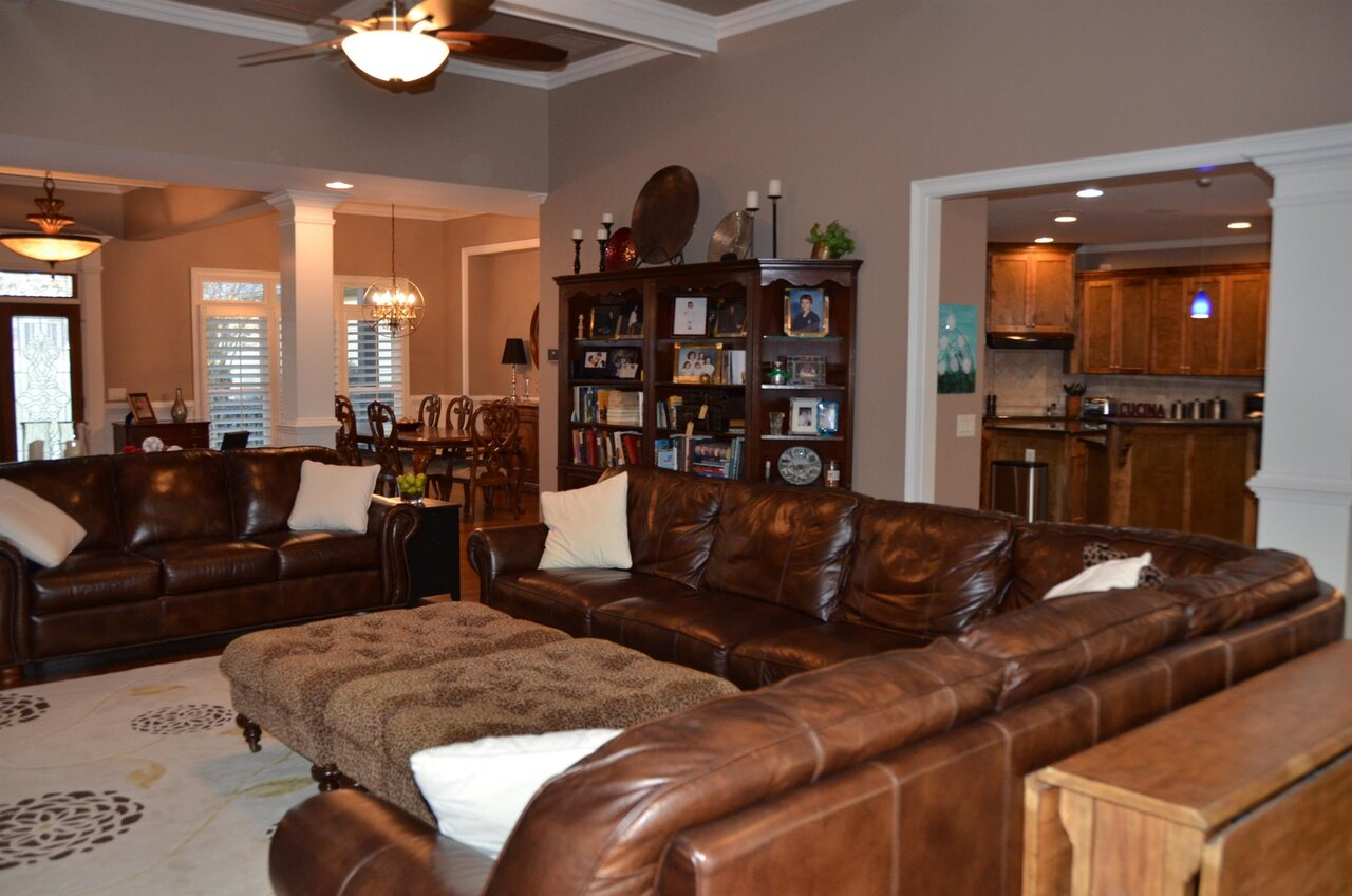 View Slide 6 for listing 9038158
