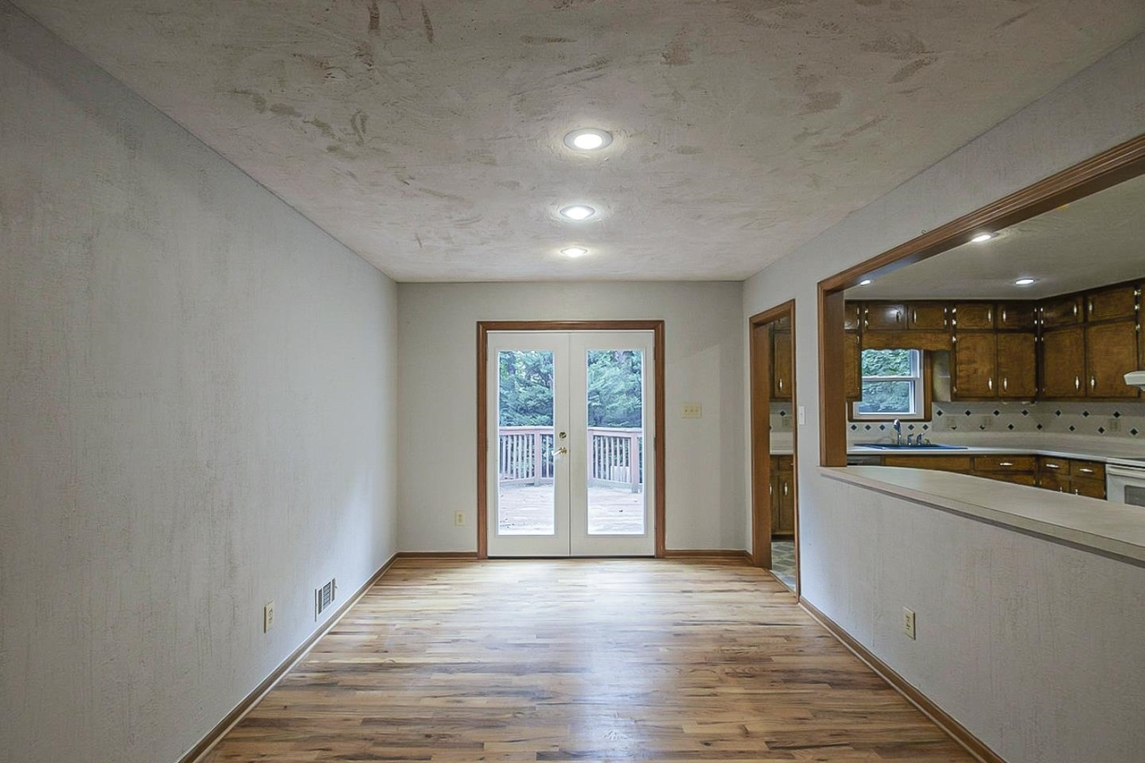 View Slide 8 for listing 9038850
