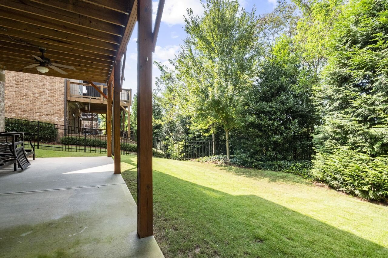 View Slide 35 for listing 9040570