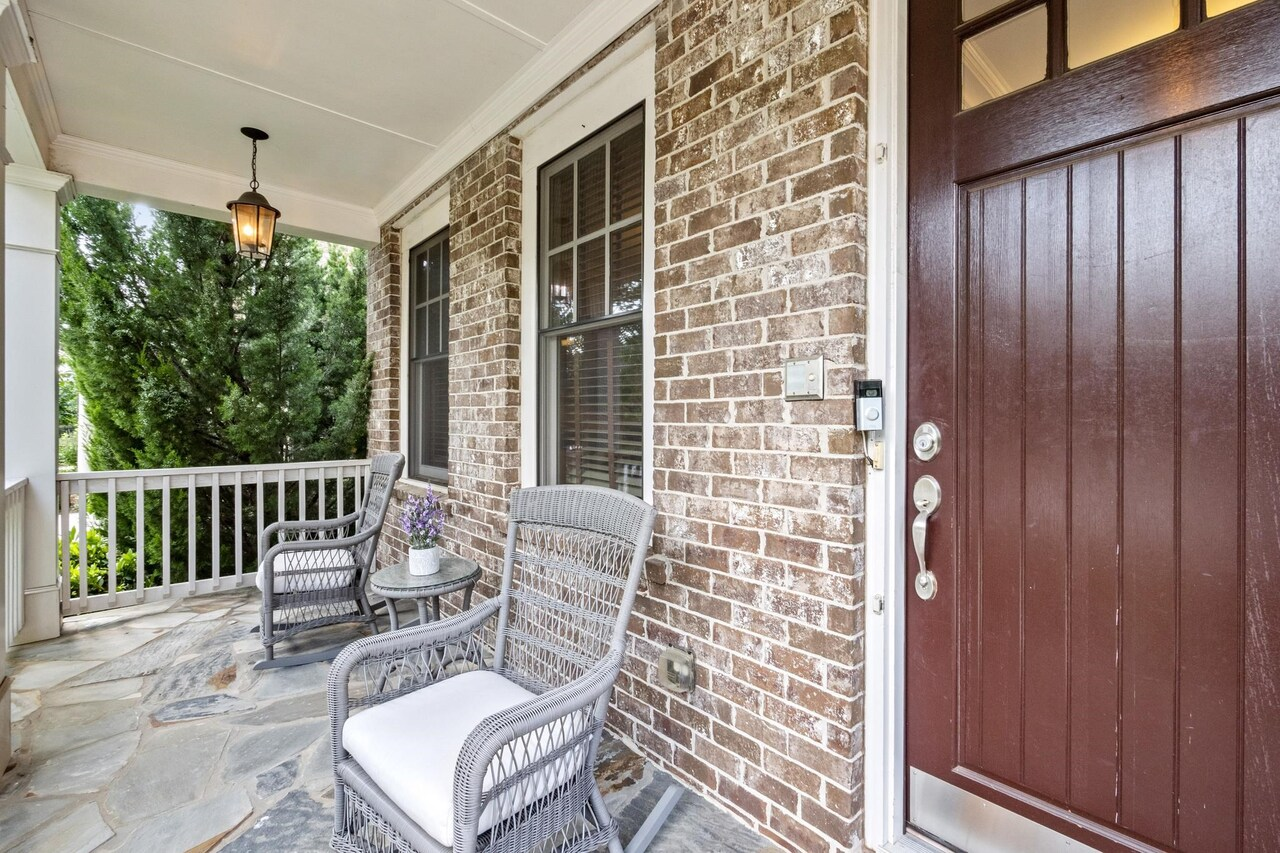 View Slide 4 for listing 9040570