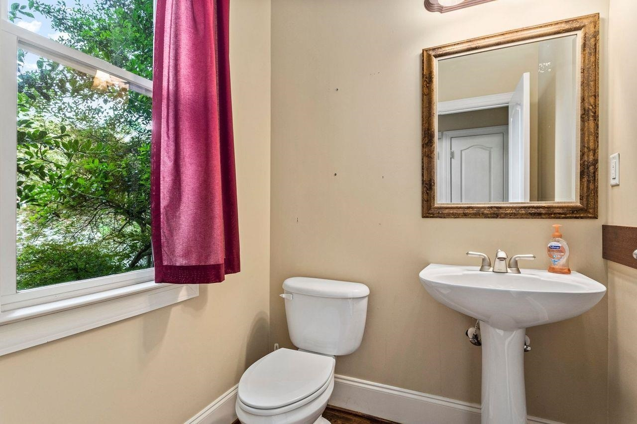 View Slide 15 for listing 8993405