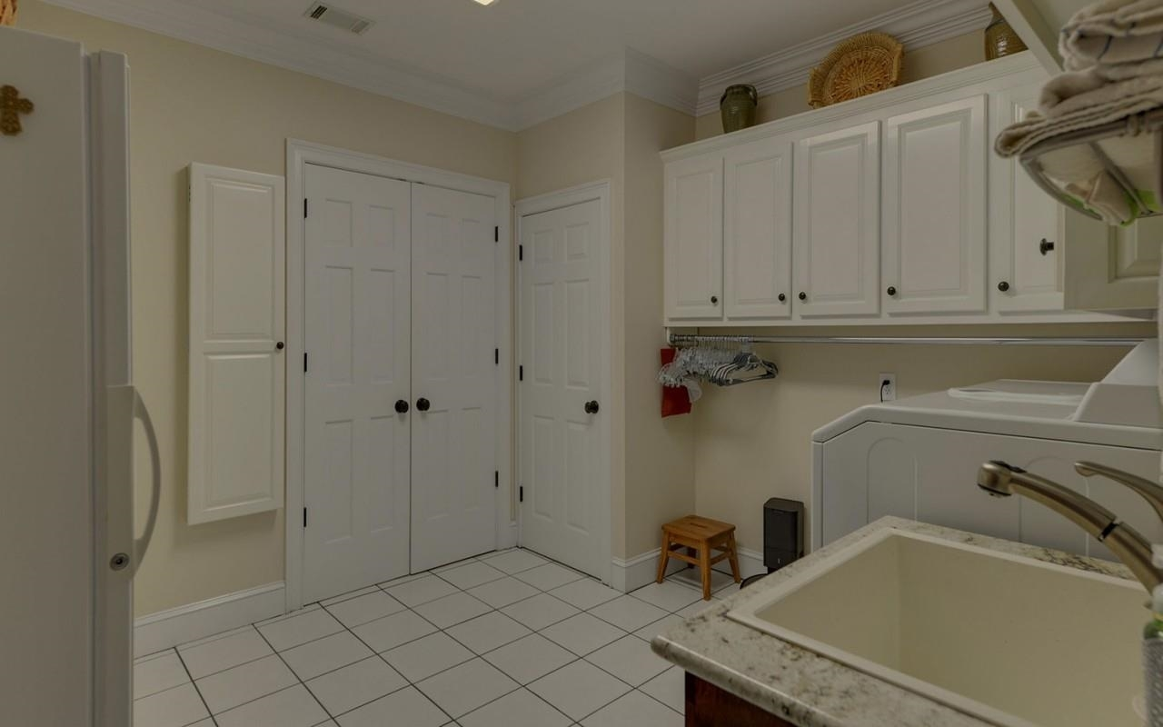 View Slide 15 for listing 8980817