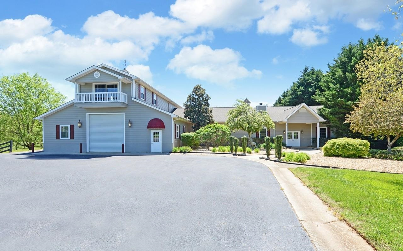 View Slide 33 for listing 8980817