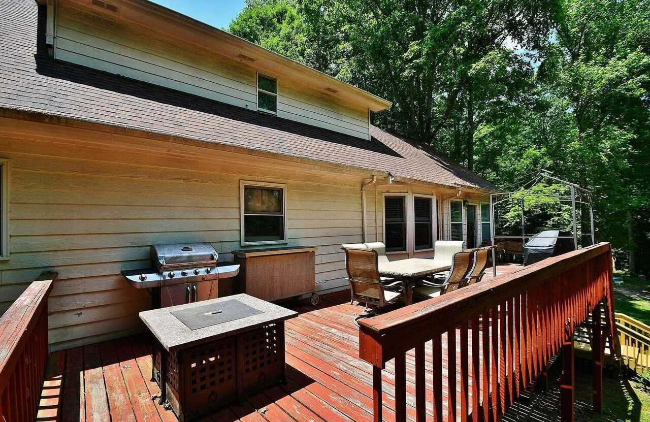 View Slide 48 for listing 8986230