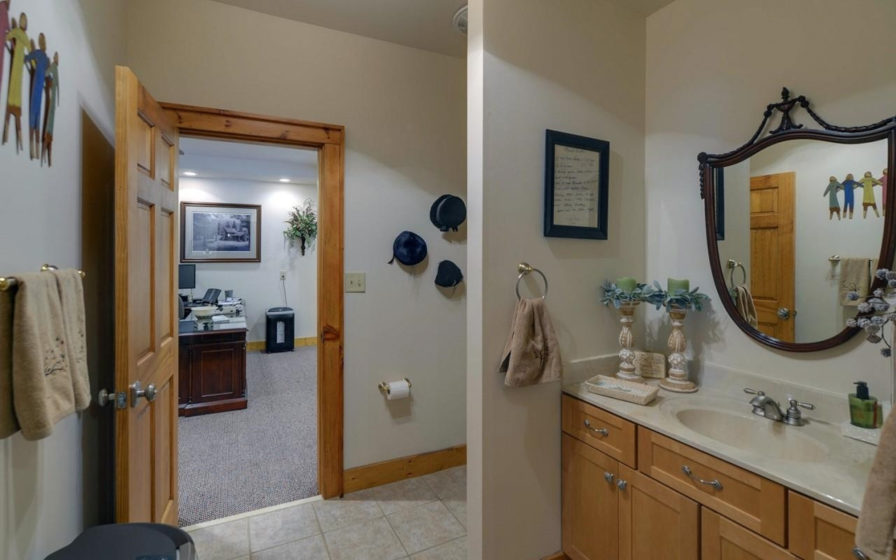 View Slide 55 for listing 8980817