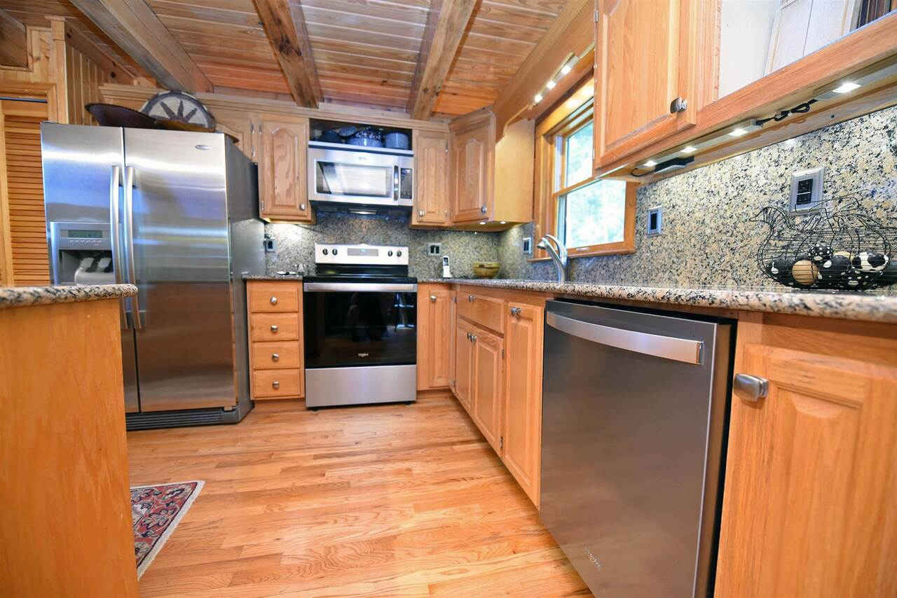 View Slide 5 for listing 8990789