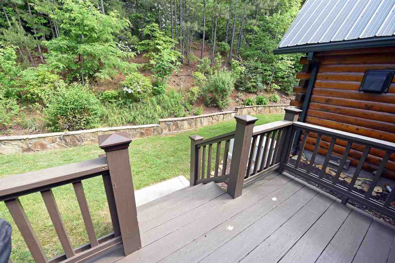 View Slide 20 for listing 8990789