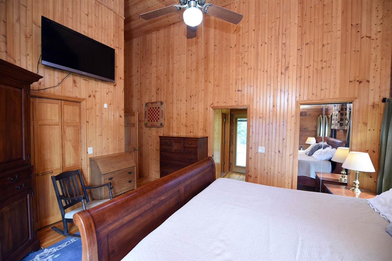 View Slide 23 for listing 8990789