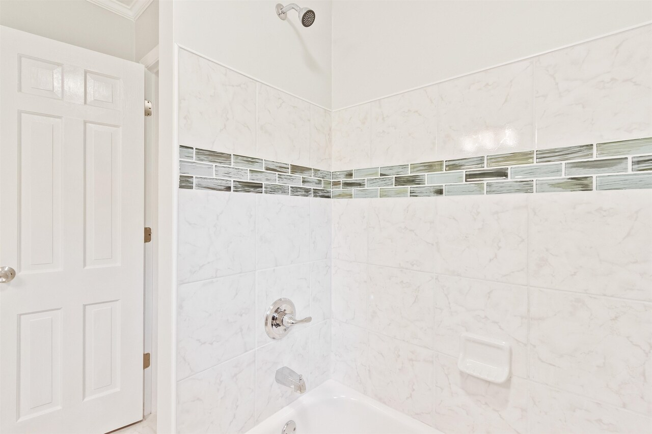 View Slide 19 for listing 9043308