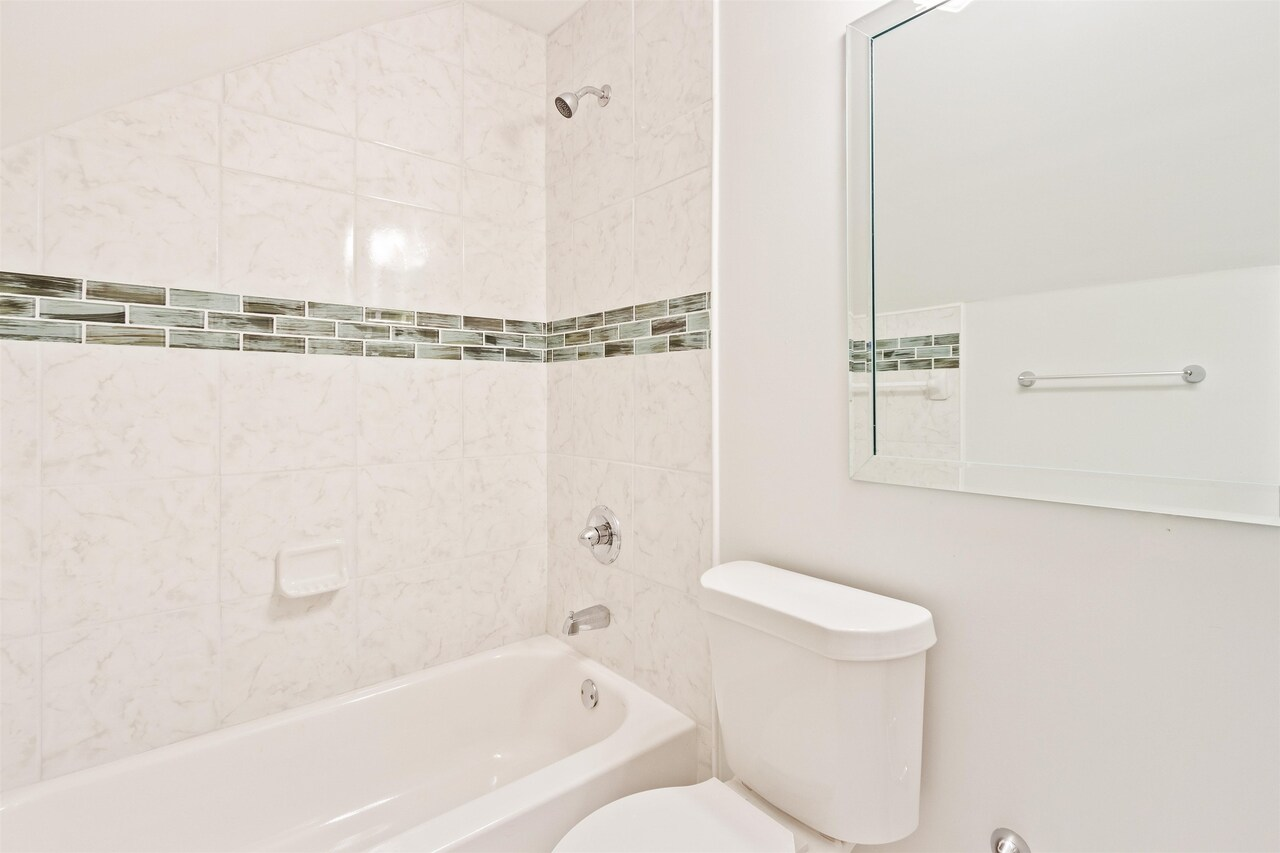 View Slide 9 for listing 9043308