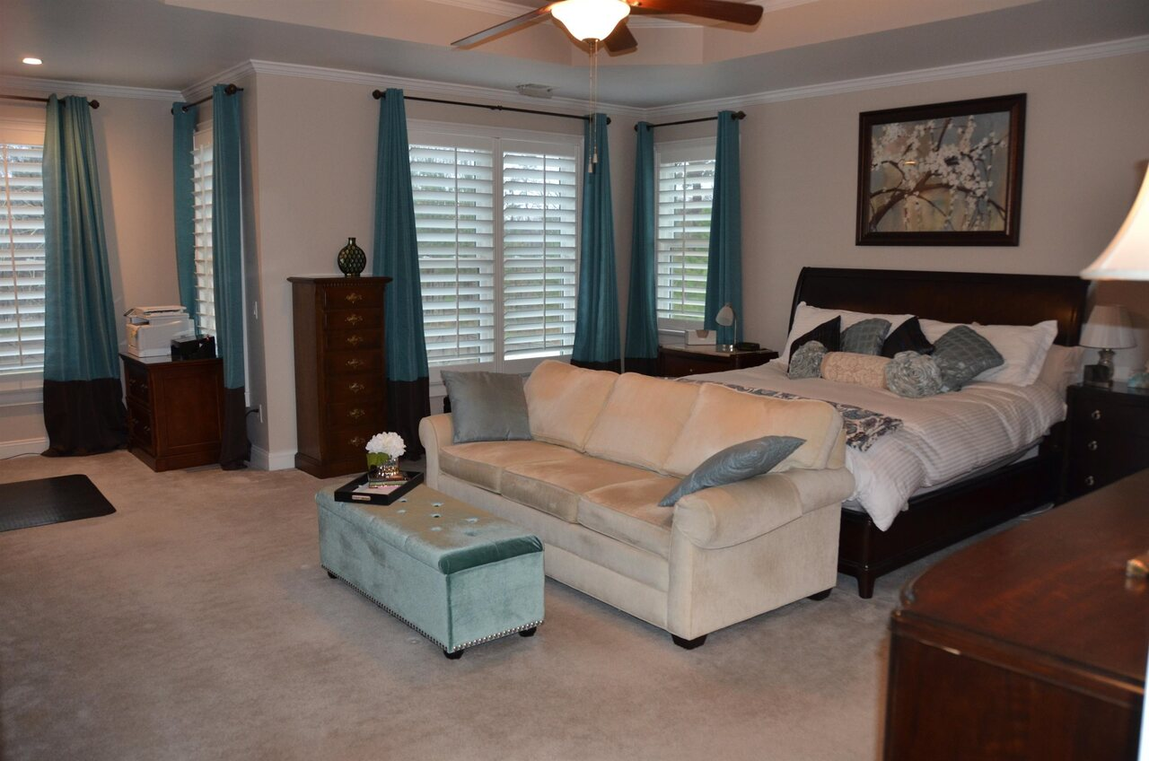 View Slide 17 for listing 9038158