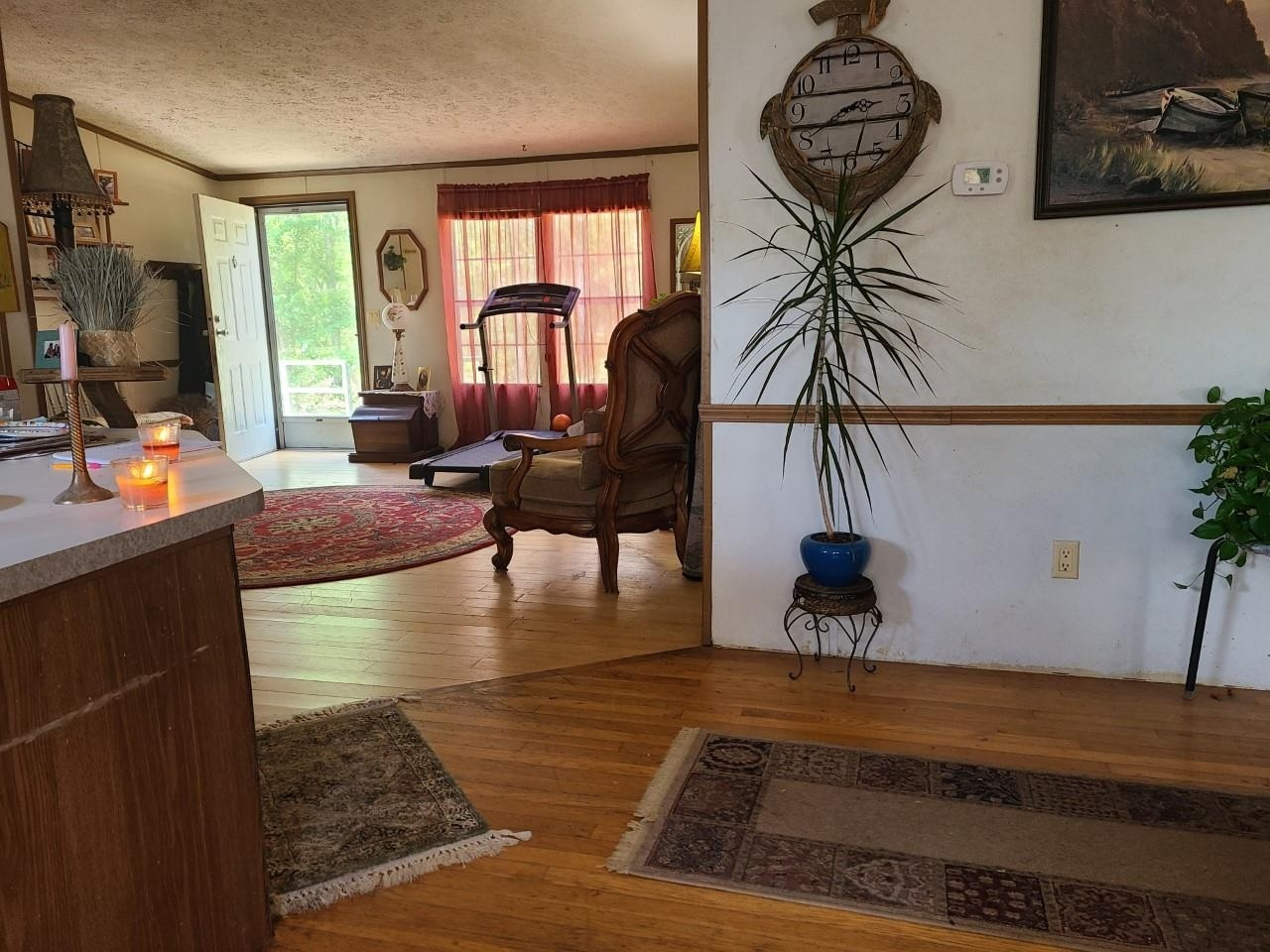 View Slide 2 for listing 8998611