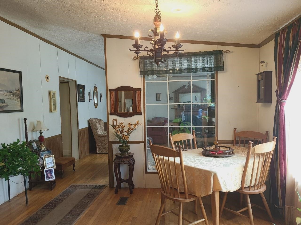 View Slide 5 for listing 8998611