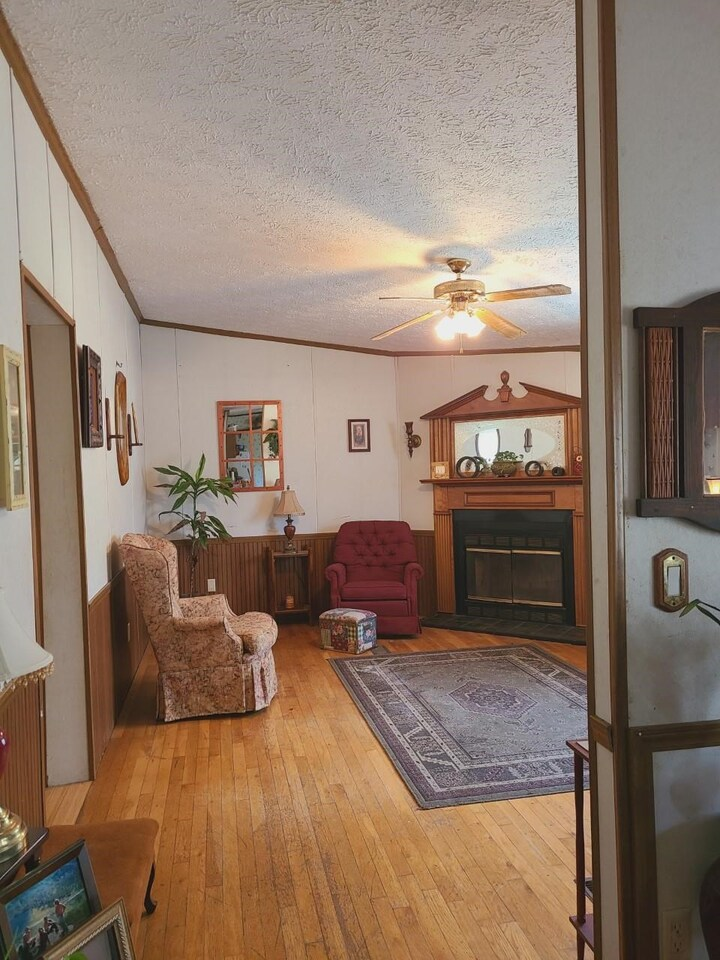 View Slide 9 for listing 8998611