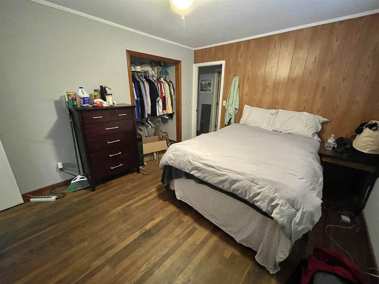 View Slide 13 for listing 9043695