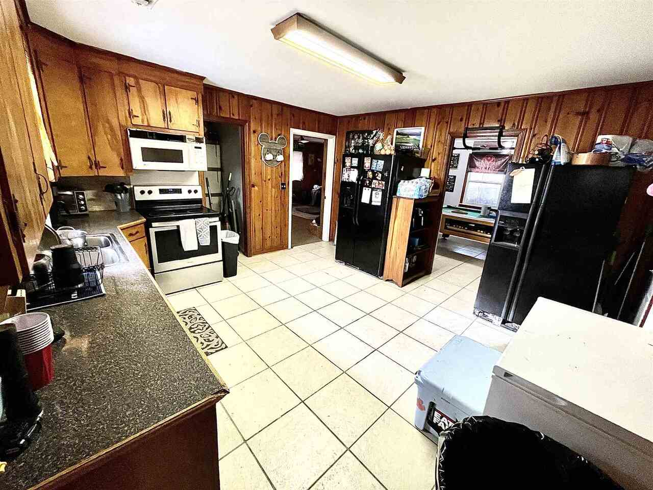 View Slide 1 for listing 9043695