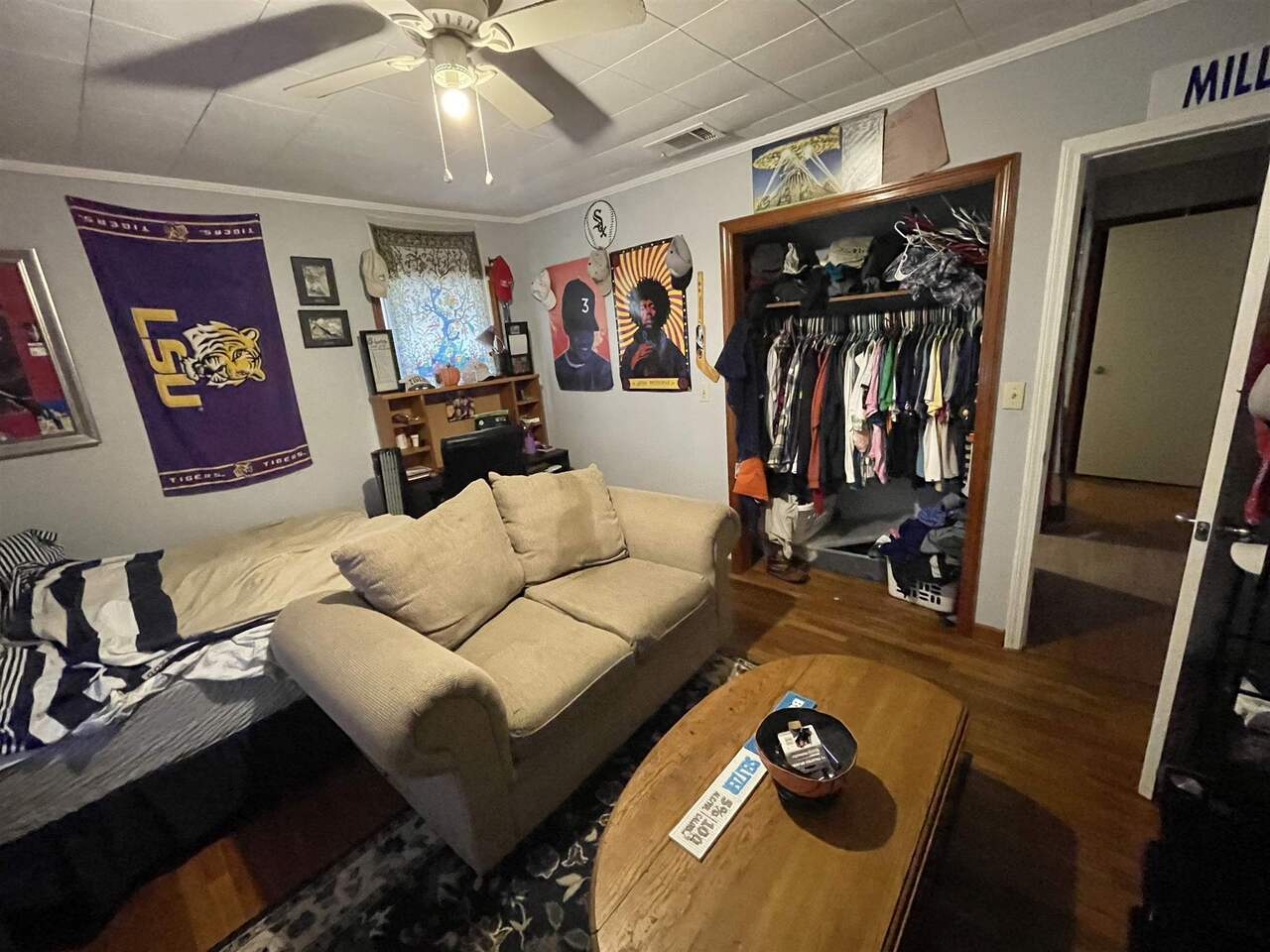 View Slide 21 for listing 9043695