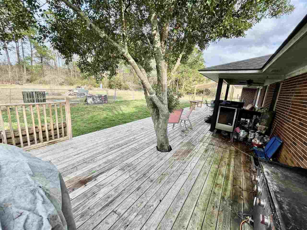 View Slide 25 for listing 9043695